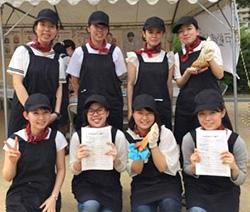 人間科学部生活学科食物栄養専攻の学生たち